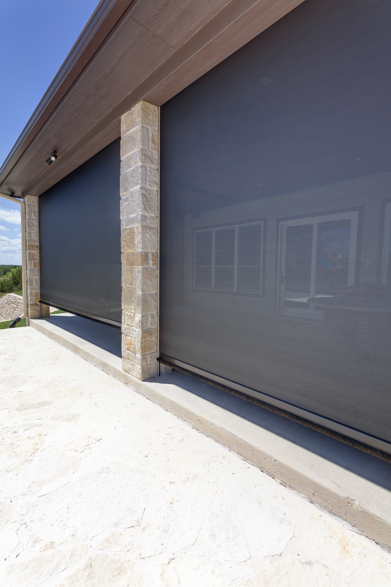 motorized screens for your outdoor living space