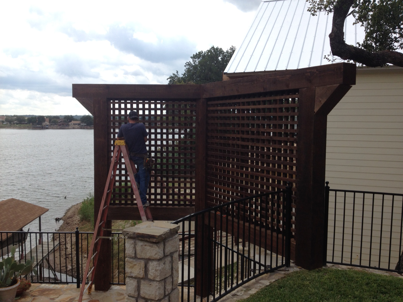 Cedar privacy screens for a backyard retreat for Privacy screen backyard
